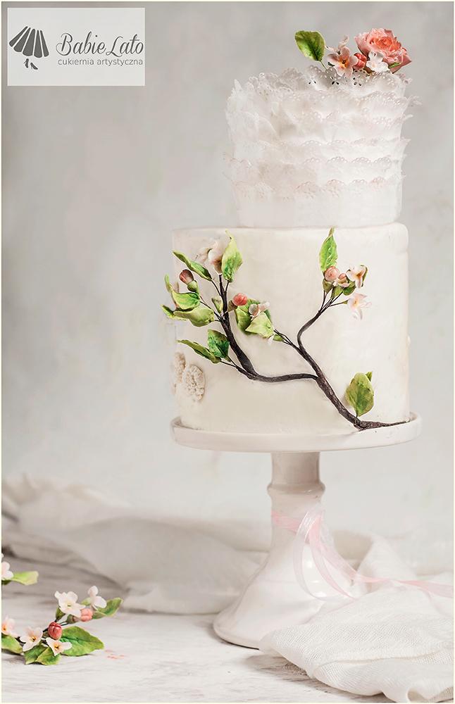 Tort biały z gałęzią