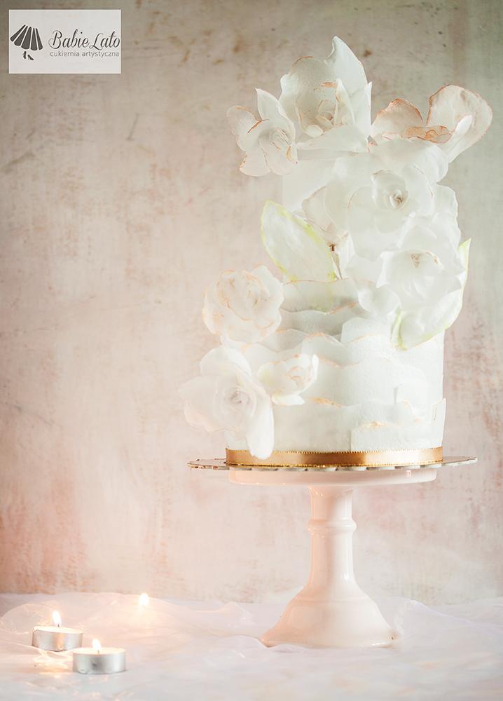 Tort biały komunia duże kwiaty białe
