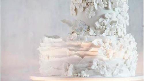 Tort biały drobne kwiatuszki