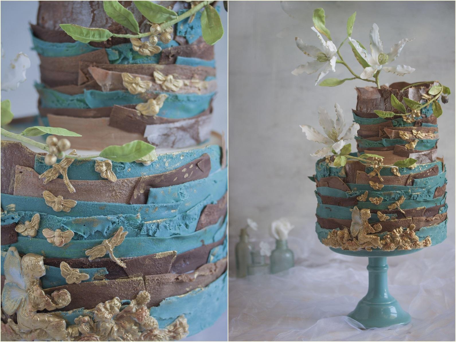 Tort brązowo-granatowy z kwiatami